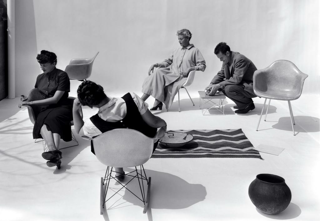 vitra plastic chair designfunktion klassiker. Black Bedroom Furniture Sets. Home Design Ideas